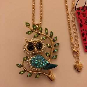 Betsey Johnson Owl necklace💕